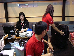 airasia_counter2.jpg