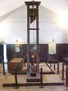 hanoi_hoaro_prison_girotin.jpg