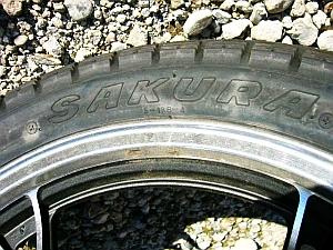 Gn125_tire_SAKURA.jpg